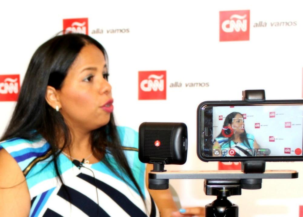 author-dania-santana-interviewed-by-cnn-red-room-hispanicize-2016